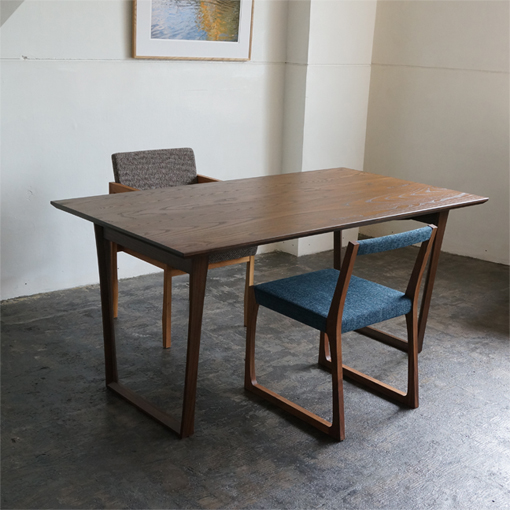 kw357 wh_dining table & kw344ts_chair (手前) + kw337 a1_chair(奥)